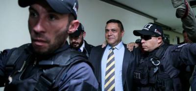 A los juzgados de Paloquemao en Bogotá, llegó fuertemente custodiado el general (r) de la Policía, Humberto de Jesús Guatibonza Carreño.