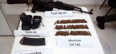 El material de guerra fue hallado dentro de un colchón que iba en un camión.