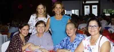 Rubi López, Doris Luna, Elsa de Luca, Loli de García, Dina de Olaya y Yolanda de Ariza.