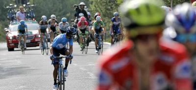 Nairo Quintana fue gran protagonista de la etapa. Atacó de lejos, pero una orden de equipo lo hizo quedar para ayudar a Alejandro Valverde tras el ataque del líder Simon Yates.