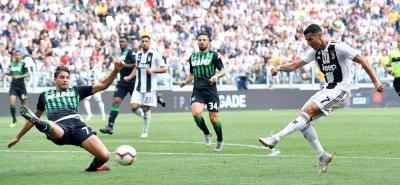 El portugués Cristiano Ronaldo estrenó ayer su cuenta goleadora con el Juventus y firmó un doblete decisivo para darle a su equipo el cuarto triunfo en igual número de partidos en la Serie A italiana.