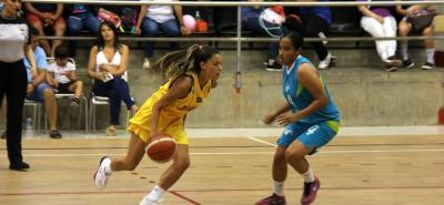 La selección Santander superó ayer 64-43 al representativo de Cauca en la tercera fecha del Torneo Nacional Interligas de Baloncesto Femenino, el cual entregará cuatro cupos para los Juegos Deportivos Nacionales del próximo año.