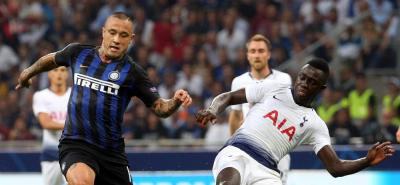 Dávinson Sánchez estuvo de titular en la derrota del Tottenham frente al Inter