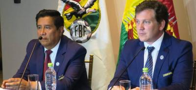 Alejandro Domínguez (der.), presidente de la Conmebol, informó que la entidad que él dirige le solicitó a la Fifa cambiar la fecha para las próximas Copas América y así lograr que se jueguen a la par de la Eurocopa.