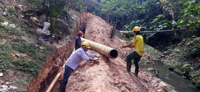 Los operarios iniciaron con la instalación de las redes de tubería para el alcantarillado.