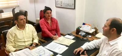 En las instalaciones del ICA funcionarios de la Alcaldía de Piedecuesta se reunieron con el director regional del ICA para presentar la documentación requerida para la minuta del convenio.