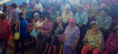 El encuentro realizado en el coliseo Lorenzo Alcantuz sirvió de espacio para entretener con diferentes actividades, durante la mañana de ayer, a los adultos mayores de San Gil.