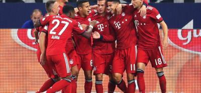 El mediocampista colombiano James Rodríguez marcó un gol de cabeza y recibió un penalti que cambió por gol Robert Lewandowski, en el triunfo 2-0 del Bayern Múnich sobre el Schalke. El futbolista nacional también desperdició una oportunidad clara de gol, con el arco solo.