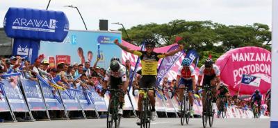 El pedalista nariñense Óscar Quiroz se impuso ayer en la segunda etapa del Clásico RCN 2018, que se disputó entre Cali y Armenia, y asumió el liderato de la competencia. La carrera radial tendrá hoy su primer gran duelo en la montaña, con el paso por el Alto de La Línea.