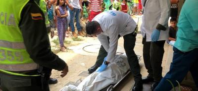 Miembros de la Seccional de Investigación Criminal, Sijín, fueron los encargados de realizar la inspección técnica del cadáver.