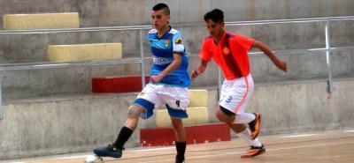 El juego entre la Selección Santander B (azul) y Los Tachos (naranja) se saldó con victoria del primero por 8-3, siendo el partido con más goles de la fecha del Torneo de Fútbol Sala.