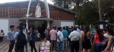 La celebración se hizo con una eucaristía y otros actos conmemorativos, en donde la comunidad aprovechó para contemplar los arreglos a la capilla y al parque infantil contiguo.