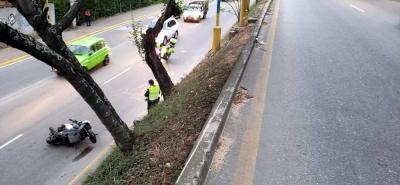 Jhon Fredy Abril Jerez chocó su motocicleta contra un poste de energía en la Transversal Metropolitana.