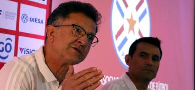 El técnico colombiano Juan Carlos Osorio dio ayer a conocer su primera lista de convocados como seleccionador de Paraguay, jugadores con los que trabajará en octubre durante las fechas Fifa del 11 y 16 de octubre, para ir conociendo el material humano del combinado 'guaraní'.