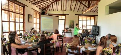 El evento contó con unos 55 empresarios asistentes, quienes conocieron las formas para aprovechar sus espacios turísticos y comerciales para fomentar los casamientos.