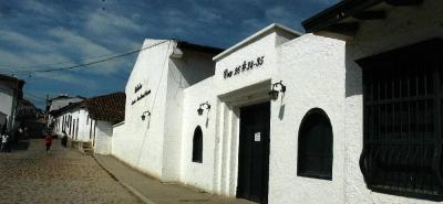 Así se encontraba la Biblioteca Virtual Isaías Duarte Cancino, la cual era sede de la Secretaría de Desarrollo del Municipio y en sus instalaciones, los estudiantes podían hacer consultas para sus investigaciones del colegio.