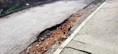 La carrera 2 con calle 11 del barrio La Feria quedó bastante  afectada por el tráfico de volquetas durante la construcción de una obra aledaña.