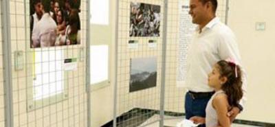 Mediante las fotografías se abre un espacio para que las personas reflexionen acerca de lo que se ha tenido que sobrellevar para alcanzar la paz en Colombia.