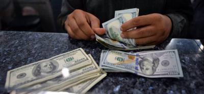 En la jornada de ayer, el dólar abrió a un mínimo de $3.015,00 y la divisa alcanzó un máximo de $3.040.