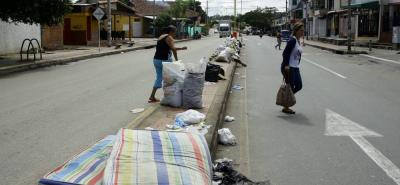 Girón sufre por culpa de la incultura de algunos ciudadanos, lo cual ha incrementado la operación de la recolección del aseo, en zonas como la carrera 26 al sur del municipio.