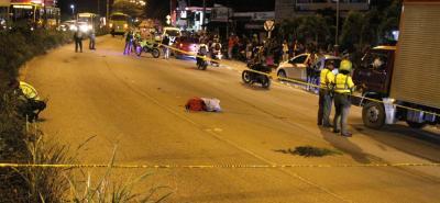 El fatal accidente se registró diagonal a la estación de servicio San Pedro, en la Autopista Floridablanca - Piedecuesta. La víctima fue identificada Laura Medina (foto).