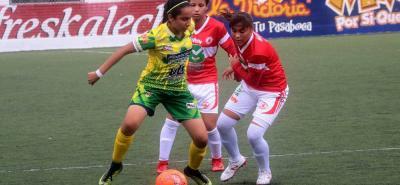 Con un triunfo y dos empates, la selección Santander juvenil de fútbol femenino clasificó a la segunda fase del Campeonato Nacional de la categoría.