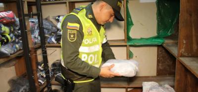 Durante el operativo se realizó la aprehensión de 2.000 pares de zapatos.
