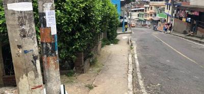 En esta calle se registró la riña que terminó en tragedia en el barrio Alares, en Floridablanca.