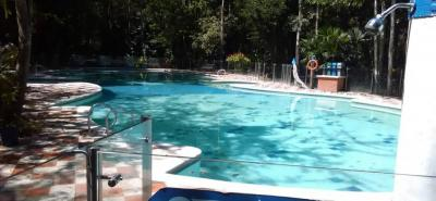 Esta es la apariencia actual de la piscina del ícono natural de la 'Perla del Fonce', que para ser reabierta al público aún se esperan resultados de un estudio de la infraestructura de la misma.