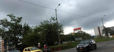 Un habitante del barrio Los Cisnes insistió en la necesidad de reguladores de tránsito en 'horas pico', que controlen el tráfico, señalizar la vía y garantizar la seguridad en ese sitio de compleja de movilidad.