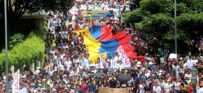 Además de la comunidad de la UIS, alumnos y profesores de instituciones como las UTS, la UDI y diferentes colegios públicos de la ciudad, hicieron parte de esta gran movilización.