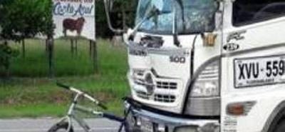 Así quedó la bicicleta y la turbo tras la colisión en la vía nacional.