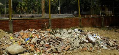 Estos espacios utilizados como escombrera en el escenario deportivo del barrio El Consuelo, son los lugares que está interviniendo Veolia.