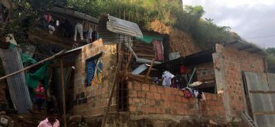 La Oficina de Gestión del Riesgo de Bucaramanga ya inspeccionó las dos zonas en donde se registró tal emergencia. De acuerdo con lo indicado por el directivo de dicho despacho, las comunidades damnificadas ya fueron advertidas del peligro que afrontan y se les pidió dejar sus casas.