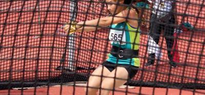 La atleta santandereana Carolina Ulloa Daza compitió ayer en los III Juegos Olímpicos de la Juventud y terminó sexta en la primera etapa del lanzamiento de martillo.