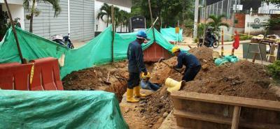 Los operarios ya están trabajando en la reposición del alcantarillado cerca a la zona industrial de Girón.