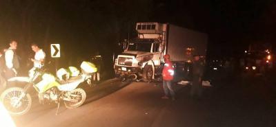 Joven motociclista murió tras chocar con una tractomula