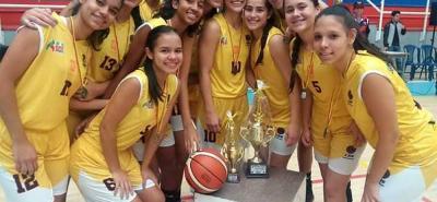 Este es el grupo de jugadoras que representó a Santander en el Nacional sub 15 de baloncesto y quedó subcampeón.