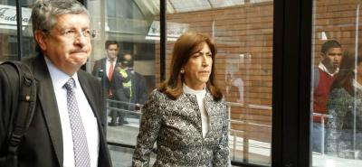 Martha Lucía Zamora y dos contratistas de la entidad tendrán que responder por, al parecer, encubrir a jefes de las Farc que salieron de las zonas de concentración.