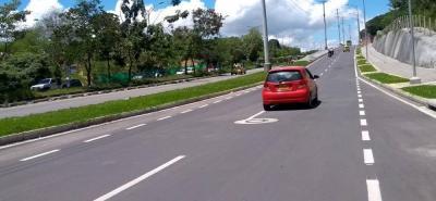 Antes de dar apertura al tramo vial era necesario poner en funcionamiento la semaforización, a la altura del Colegio Panamericano.