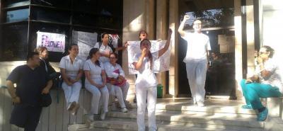 Con plantón, trabajadores de Medimás exigen el pago de sus salarios