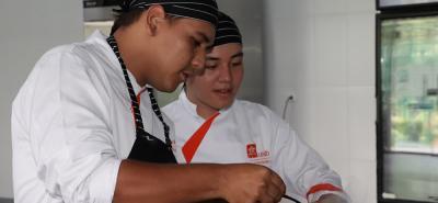 Estudiantes del programa Gastronomía y Alta Cocina de la UNAB.