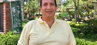 """El dolor de cabeza de conductores y vecinos por el mal estado de la vía en El Naranjito, será parte de la historia. La zona será intervenida en los próximos meses"""", concejal Fabio Loza Osorio."""