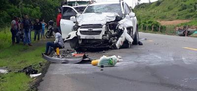 Este fue el estado en el que quedó uno de los vehículos involucrados en el choque, en el cual eran transportados dos ingenieros. Salieron vivos de la colisión, al igual que el conductor.