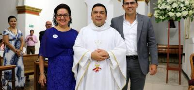 Esperanza Rodríguez, Pbro. Gustavo Méndez Paredes y Danny Ramírez.