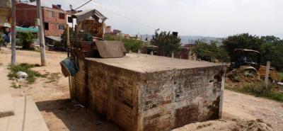 Varios barrios en Girón dependen de las pilas comunitarias para el suministro de agua.