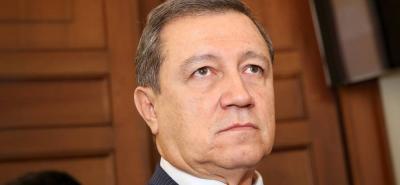 El senador propone que en 2023 se haga elecciones en mayo para Presidente y octubre las regionales.