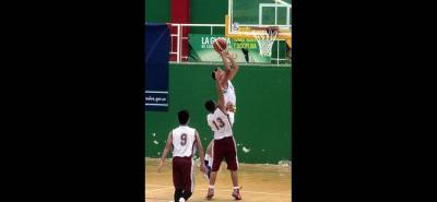 Con una campaña perfecta, el quinteto del colegio Agustiniano de Floridablanca se quedó con el cupo del baloncesto masculino en el Zonal Centro Oriente jugado en Bucaramanga.