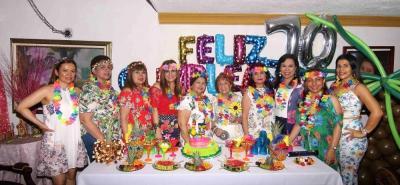 Jakeline Rueda, Teresita Barros, María Inés Quiroz, Dorita Ramírez, Cecilia de Castro, Belén Mejía, Clara Inés Gutiérrez, Mónica Rueda, Gladis Mendoza y Diana Pérez.