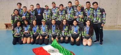 Este es el equipo de judo de las UTS, que con 16 medallas fue la delegación con más preseas en esta disciplina, sumando seis oros, cuatro platas y seis bronces, superando por una al Politécnico Colombiano, que sumó 15, ocho doradas, cuatro plateadas y tres bronceadas.
